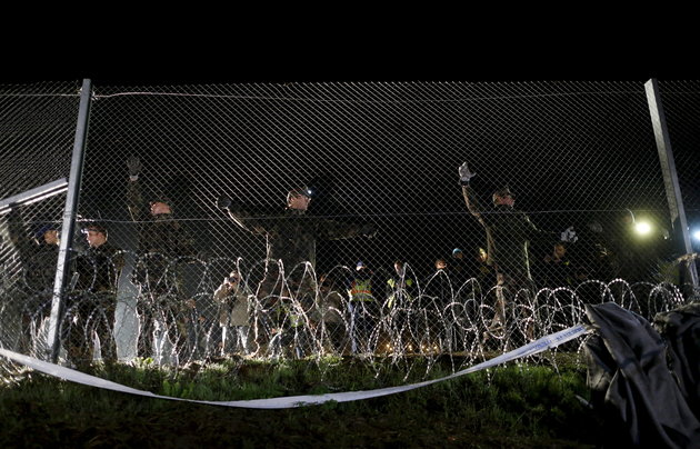 Hungarian soldiers close a border with Croatia near the village of Botovo, Croatia in this October 17, 2015 file photo. To match Insight EUROPE-MIGRANTS/FENCES REUTERS/Antonio Bronic/Files
