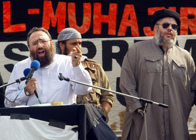 Sheikh Omar Bakri Mohammad (L) with Sheikh Abu Hamza (R) at a rally in London, 2002