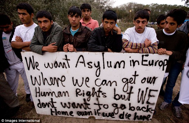faces-of-defiance-and-a-despairing-message-as-migrants-prepare-for-the-french-onslaught-on-the-jungle