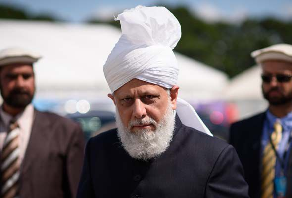 Ahmadiyya Caliph Mirza Masroor Ahmad said Muslims going to Syria and Iraq to fight are brainwashed