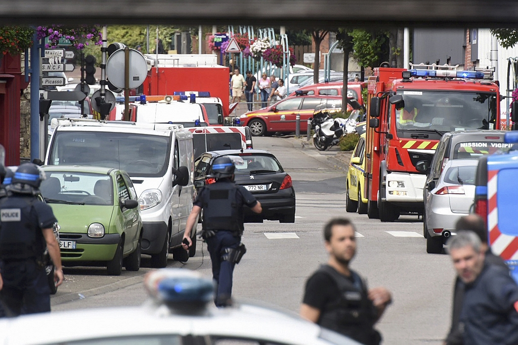 Police and rescue workers near the scene of the hostage-taking. (Steve Bonet/Reuters)
