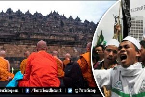 Indonesia-Muslim-Mob-Attacks-Buddhist-Temples-in-'Moderate'-Sumatra